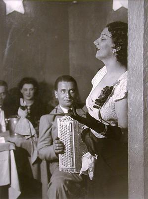 Brassaï (Gyula Halász), _Kiki chantant, Cabaret des Fleurs, Montparnasse_ (Kiki Singing, Cabaret des Fleurs, Montparnasse), ca. 1932, gelatin silver print, Fund of the 80s purchase, 84.131