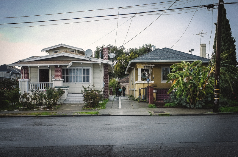 Homes near Ghost Ship. Photo by Elizabeth Holzer.